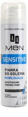 AA Cosmetics Men Sensitive borotválkozási hab hidratáló hatással