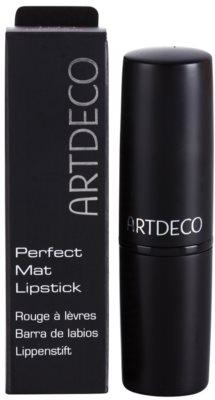 Artdeco Talbot Runhof Perfect Mat matter feuchtigkeitsspendender Lippenstift 2