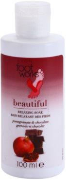 Avon Foot Works Beautiful relaxačná kúpeľ na nohy s granátovým jablkom a čokoládou