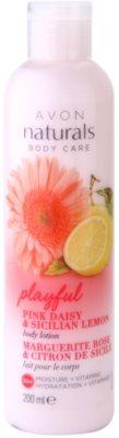 Avon Naturals Body vlažilni losjon za telo z marjetico in limono