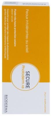 Bioderma Secure Photoderm AB zaščitni fluid za na sonce občutljivo kožo med zdravljenjem z antibiotiki z zelo visoko UV zaščito 2