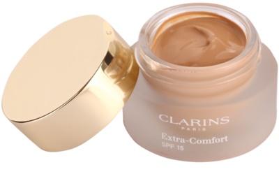 Clarins Face Make-Up Extra-Comfort stralucire si machiaj de intinerire pentru un aspect natural SPF 15 1