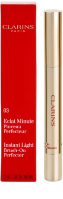 Clarins Face Make-Up Instant Light corector iluminator cu pensula 2