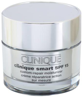 Clinique Clinique Smart dnevna vlažilna krema proti gubam za mastno kožo SPF 15