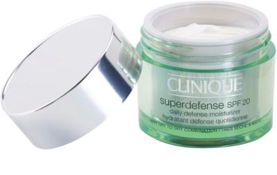 Clinique Superdefense hydratisierende und schützende Tagescreme SPF 20 1