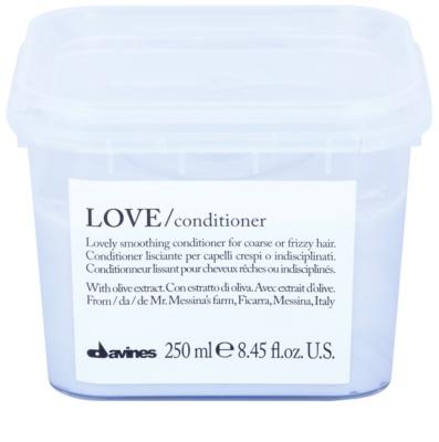 Davines Love Olive condicionador alisante para cabelos crespos e inflexíveis