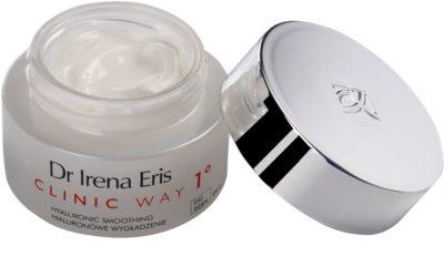 Dr Irena Eris Clinic Way 1° dnevna vlažilna in gladilna krema za zmanjšanje mimičnih gub SPF 15 1