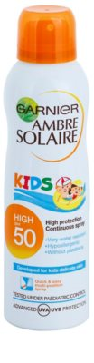 Garnier Ambre Solaire Resisto Kids spray solar altamente resistente al agua SPF 50