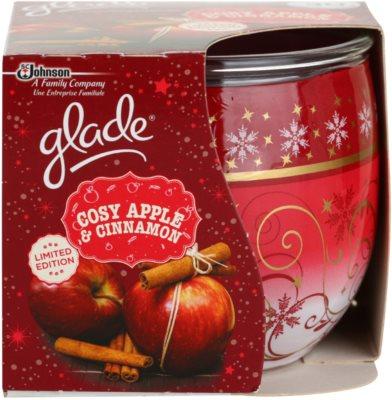 Glade Cosy Apple & Cinnamon vonná svíčka