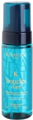 Kérastase K Haarschaum auf Wasserbasis mit einer luftigen, leichten und toleranten Textur zur Definition von welligem Haar
