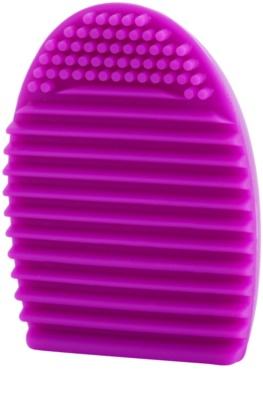 Makeup Revolution Accessories силиконово средство за почистване на четки