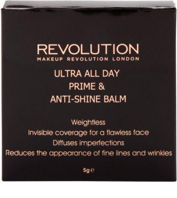 Makeup Revolution Ultra All Day Basis und Puder in einem 3