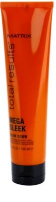 Matrix Total Results Mega Sleek creme suavizante  para cabelos crespos e inflexíveis