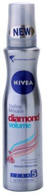 Nivea Diamond Volume pěnové tužidlo pro objem a lesk