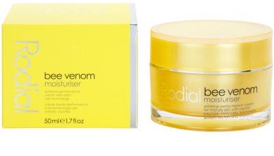 Rodial Bee Venom crema de fata hidratanta cu venin de albine 2