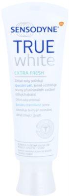 Sensodyne True White Extra Fresh belilna zobna pasta proti madežem na zobni sklenini za občutljive zobe