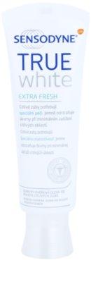 Sensodyne True White Extra Fresh bleichende Zahnpasta gegen Zahnschmelzflecken für empfindliche Zähne