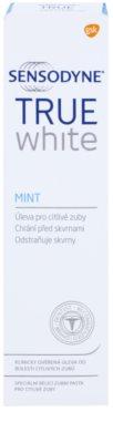 Sensodyne True White Mint pasta wybielająca przeciw przebarwieniom na szkliwie dla wrażliwych zębów 2