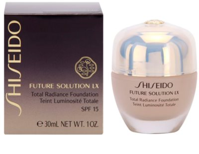 Shiseido Future Solution LX élénkítő make-up SPF 15 2