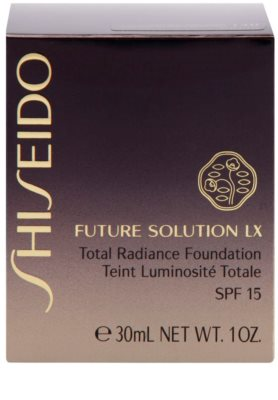 Shiseido Future Solution LX élénkítő make-up SPF 15 3