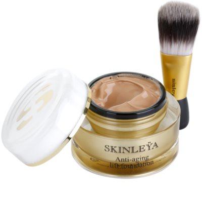 Sisley Skinleya pomlajevalna podlaga s čopičem 1