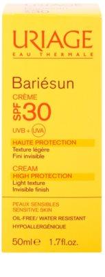 Uriage Bariésun crema fata iluminatoare de protectie SPF 30 2