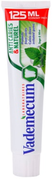 Vademecum Anti Caries & Naturel паста за зъби за раздразнени венци