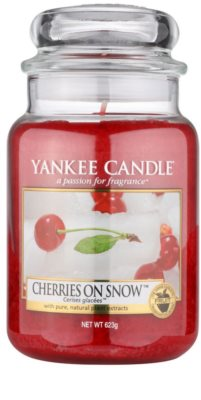 Yankee Candle Cherries on Snow dišeča sveča   Classic velika