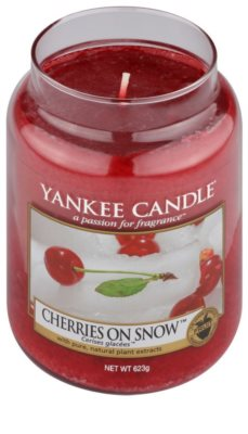 Yankee Candle Cherries on Snow dišeča sveča   Classic velika 1