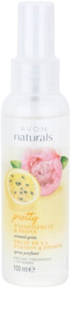 Avon Naturals Fragrance tělový sprej s marakujou a pivoňkou