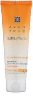 Avon True NutraEffects rozjasňujúci tónovací denný krém SPF 20
