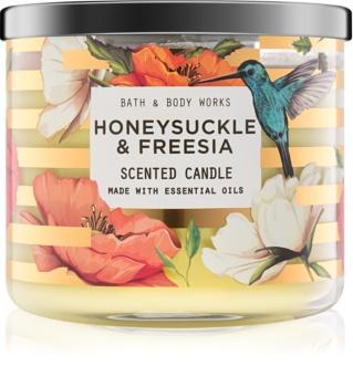 Bath & Body Works Honeysuckle & Freesia vonná svíčka 411 g