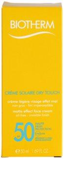 Biotherm Crème Solaire Dry Touch Protetor solar com efeito mate para o rosto. SPF 50