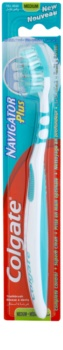 Colgate Navigator Plus зубна щітка середньої жорсткості