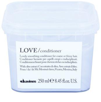 Davines Love Olive balsam cu efect de netezire pentru par indisciplinat