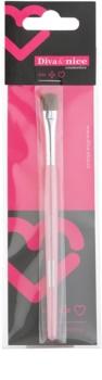 Diva & Nice Cosmetics Accessories закруглений пензлик для нанесення тіней для повік