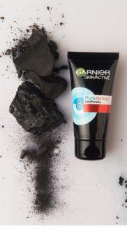 Garnier Pure Active maseczka złuszczająca przeciw zaskórnikom z aktywnym węglem