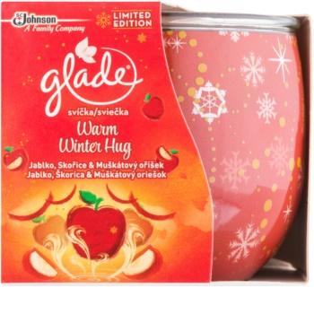 Glade Warm Winter Hug vonná svíčka 120 g