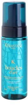 Kérastase K Boucles d'Art pěna na vodní bázi pro definici vln se vzdušnou, lehkou a tolerantní texturou
