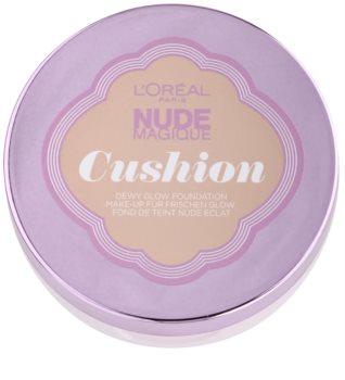 L'Oréal Paris Nude Magique Cushion base iluminadora liquida numa esponja