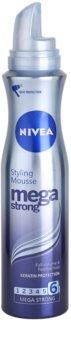 Nivea Mega Strong pěnové tužidlo pro dlouhotrvající objem