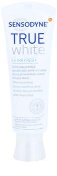 Sensodyne True White Extra Fresh bělicí pasta proti skvrnám na zubní sklovině pro citlivé zuby
