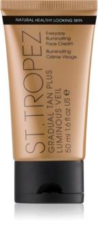 St.Tropez Gradual Tan Plus Luminous Veil crema viso per un'abbronzatura graduale