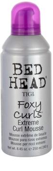 TIGI Bed Head Foxy Curls mousse para cabelo ondulado