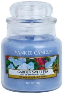Yankee Candle Garden Sweet Pea ароматна свещ  104 гр. Classic малка