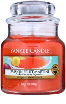 Yankee Candle Passion Fruit Martini vonná sviečka 104 g Classic malá