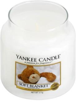 Yankee Candle Soft Blanket lumânare parfumată  411 g Clasic mediu