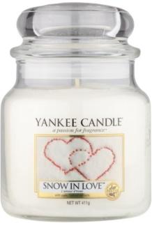 Yankee Candle Snow in Love vonná sviečka Classic stredná