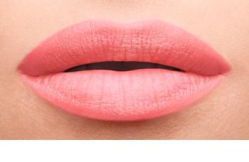 Yves Saint Laurent Baby Doll Kiss & Blush rúzs ajkakra és arcra matt hatással