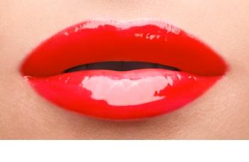 Yves Saint Laurent Vernis À Lèvres Vinyl Cream sijaj za ustnice s kremasto teksturo